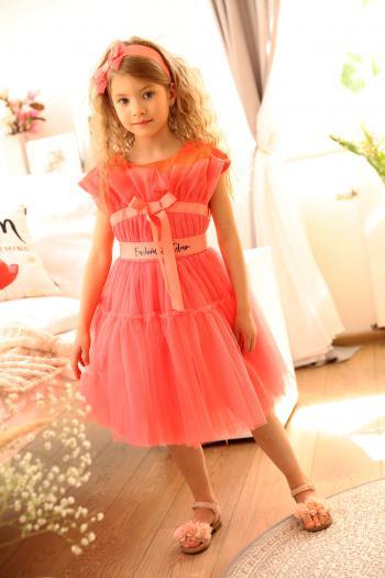 Koralowa sukienka z tiulu
