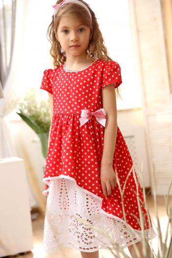 Czerwona sukienka w kropki