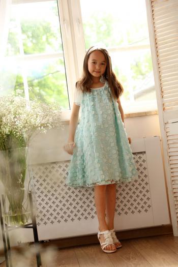Seledynowa sukienka z tiulu
