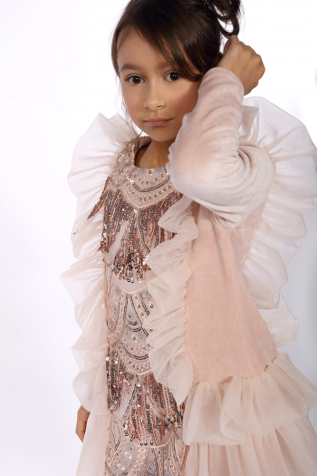 Różowa sukienka z weluru