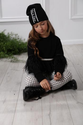 Czarna czapka z nadrukiem