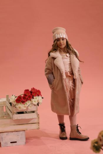 Różowa czapka z nadrukiem