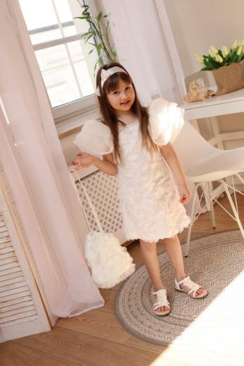 Kremowa sukienka z koronki