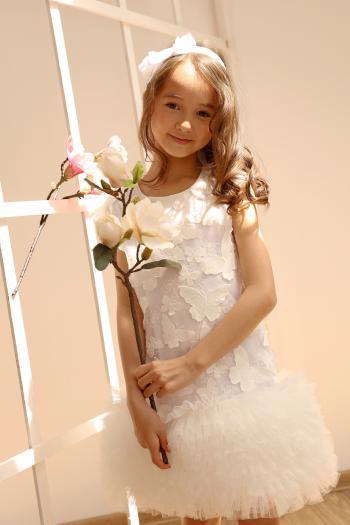 Biała sukienka w haftowane...
